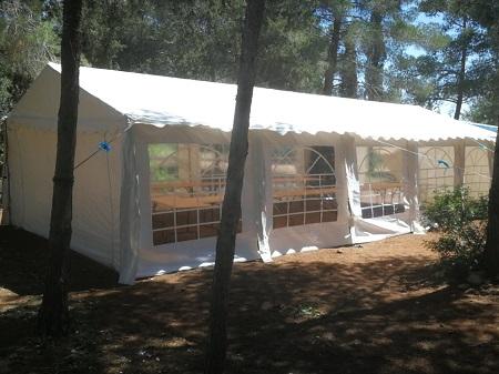תמונה אוהל אבלים בחצר
